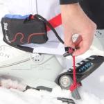 """Einfaches ein- und aushängen und damit rasch """"scharf"""". find---me! Lawinenband, Tiefschneeband (Avalanche- and Powder leash) besteht aus 2 Taschen mit je 10 m knallroten Bändern, Tourenski, Freerider Ski, Alpinski nie wieder im Tiefschnee suchen müssen oder sogar Ski verlieren"""