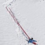 Mit find---me nach Sturz nie mehr Ski im Tiefschnee suchen. viel besser als jeder Fangriemen.